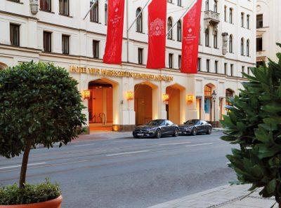 Tagungshotels in München: Hier z.B. das Hotel Vier Jahreszeiten Kempinski, 5 Sterne, 306 Zimmer und 12 Tagungsräume.